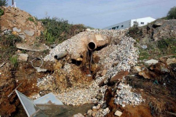 Διετής διορία στις βιομηχανίες για τα επικίνδυνα απόβλητα