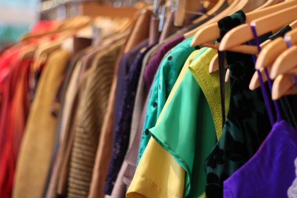 Ενενήντα επτά κιβώτια ρούχα για τους πρόσφυγες
