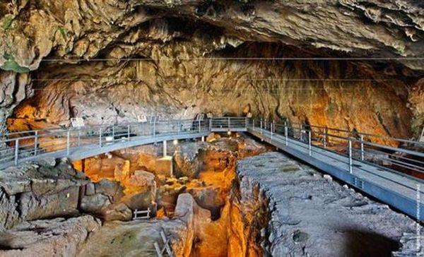 Θεόπετρα: Πατημασιές 130.000 ετών