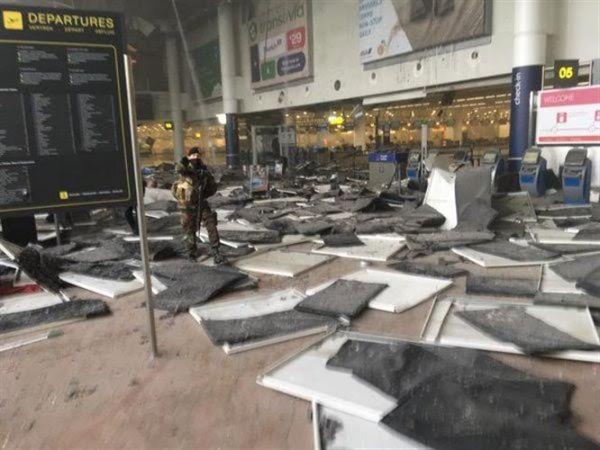 Νεκροί και τραυματίες από διπλή έκρηξη στο αεροδρόμιο των Βρυξελλών