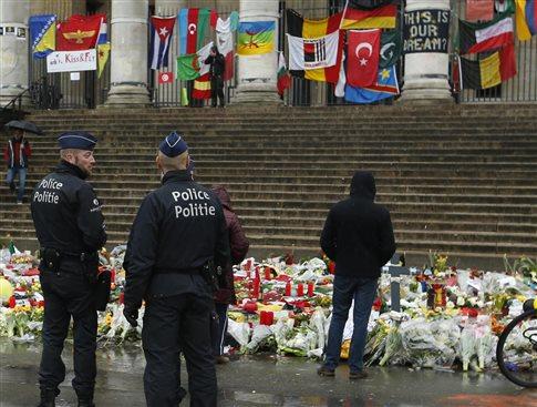 Το Παρίσι «απέτρεψε νέα επίθεση», συλλήψεις σε Βρυξέλλες και Γερμανία