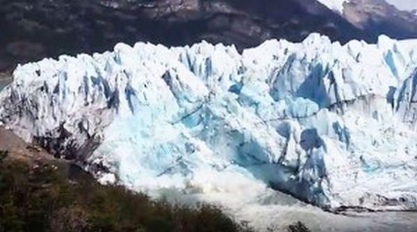 Παγετώνας καταρρέει σε ποταμό στην Παταγονία (βίντεο)
