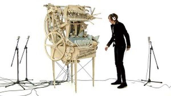 Παράξενο μουσικό όργανο λειτουργεί με 2.000... βόλους!
