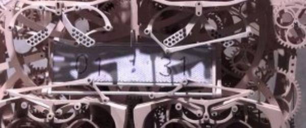Εντυπωσιακό ρολόι... γράφει την ώρα! (βίντεο)