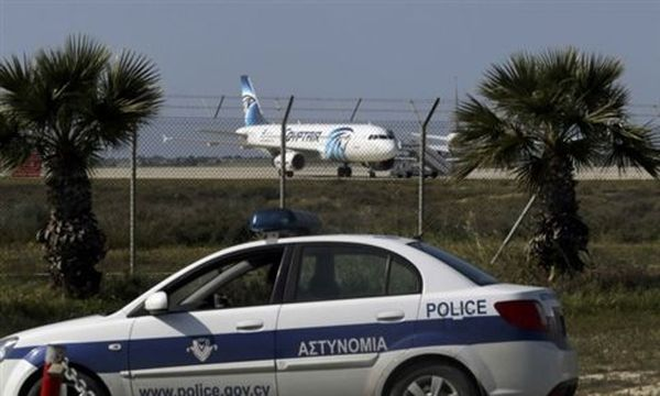 Λάρνακα: Απελευθερώθηκαν δύο μητροπολίτες από το αεροσκάφος