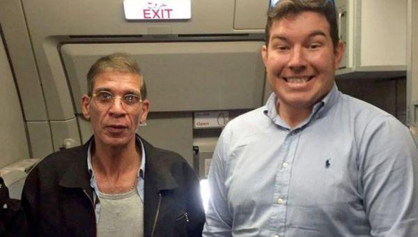 Εβγαλε φωτογραφία με τον αεροπειρατή