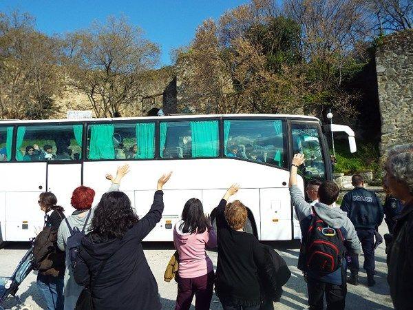 Τρίκαλα: Συγκινητικές στιγμές κατά την αποχώρηση των προσφύγων