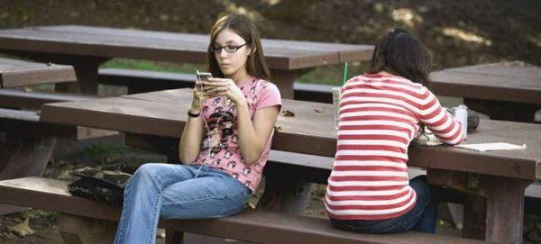 Τα social media προκαλούν κατάθλιψη -Τι ψευδαισθήσεις δημιουργούν
