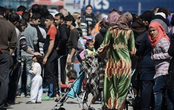 Ασφυκτικά γεμάτος παραμένει ο Πειραιάς - Αλλαξαν πύλη οι πρόσφυγες