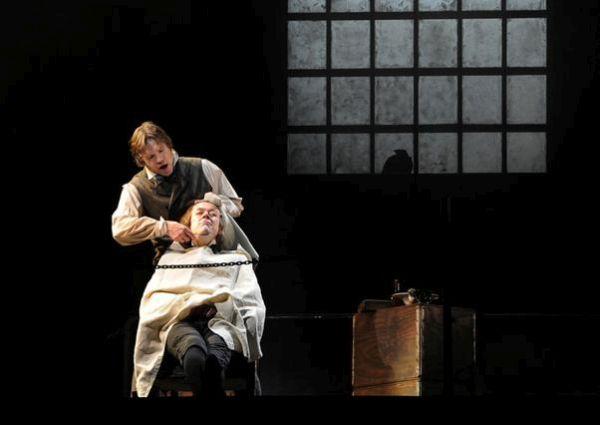 Μαθητές έκοψαν στα αλήθεια το λαιμό τους σε παράσταση του «Sweeney Todd»