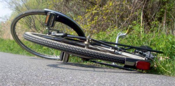 Αυτοκίνητο παρέσυρε ποδηλάτισσα στο Βόλο