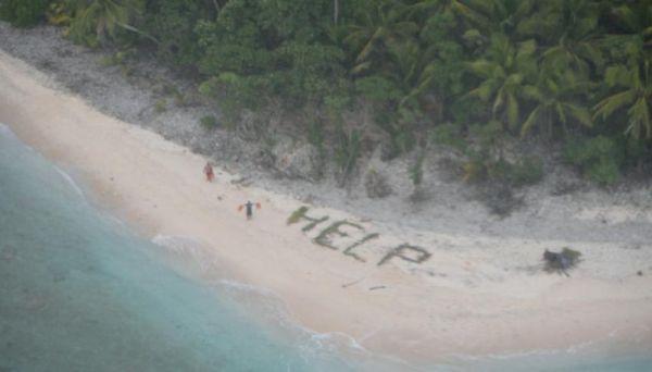 ΗΠΑ: Ναυαγοί σχημάτισαν τη λέξη «βοήθεια» με φύλλα φοίνικα σε παραλία