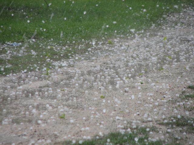 Εντονη βροχόπτωση και χαλάζι στο Βόλο