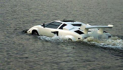 Αμφίβια Lamborghini Countach πωλείται σε τιμή ευκαιρίας