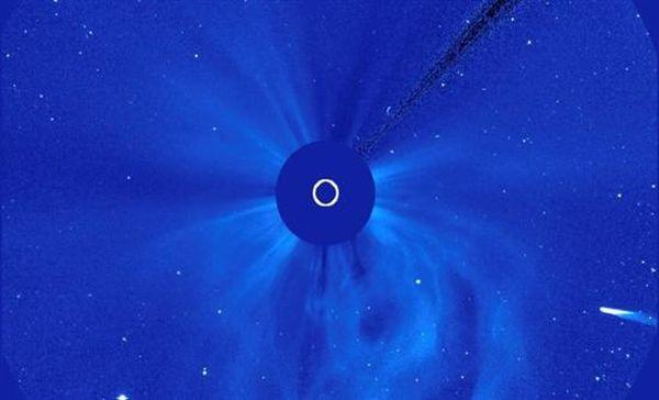Βασικό συστατικό της ζωής ανιχνεύεται σε «τεχνητό κομήτη»