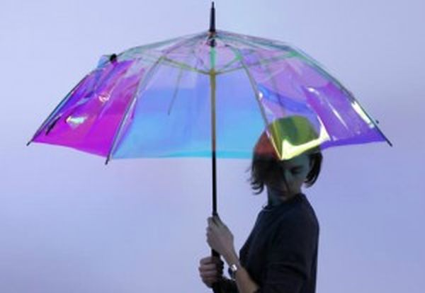 Έξυπνη ομπρέλα ενημερώνει πότε θα βρέξει (βίντεο)