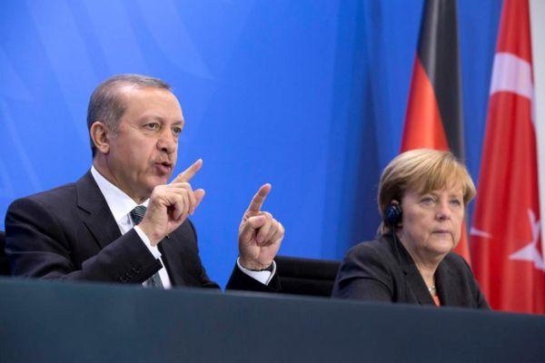 Η Μέρκελ παίρνει θέση για την «διαμάχη» μεταξύ κωμικού και Ερντογάν