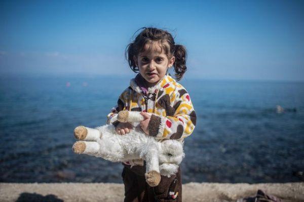 Μπλοκ ζωγραφικής και χρώματα για προσφυγόπουλα