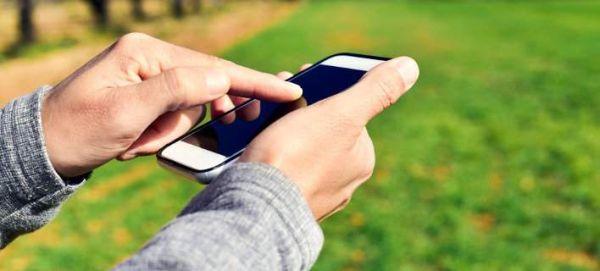 Με αυτό τον πανεύκολο τρόπο οι χάκερς χτυπούν κινητά