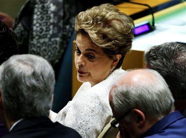 Η Ρούσεφ απειλεί, αν αποπεμφθεί, να ζητήσει διεθνές μπλόκο στη Βραζιλία