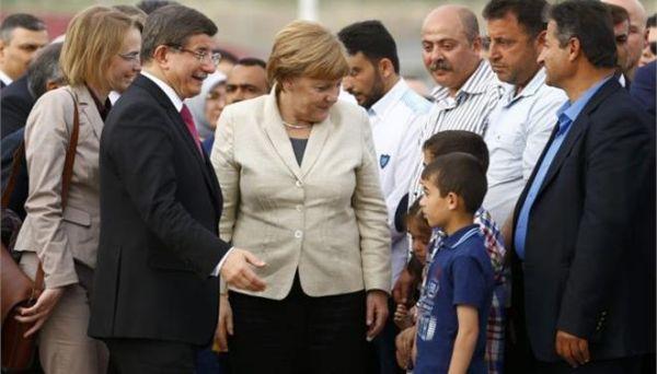 Η Μέρκελ σε καταυλισμό προσφύγων στο τουρκικό Γκαζιαντέπ