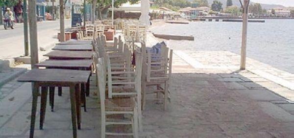 «Φουρτούνες» για καταστήματα της Αγριάς ~ Για τα αυθαίρετα σκιάστρα στην παραλία