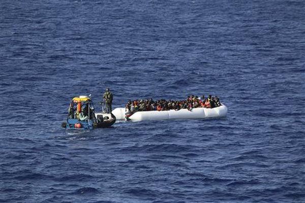 Αβραμόπουλος: Υπό εξέταση η ιταλική πρόταση για πλωτά hot spot