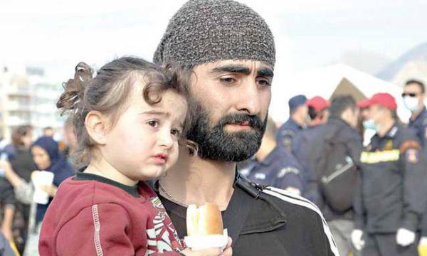Βόλτα αλληλέγγυων προσφύγων στο κέντρο του Βόλου