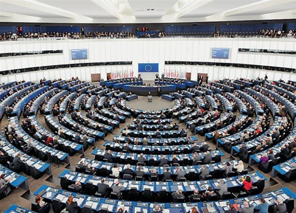 Οκτώ ευρωβουλευτές ζητούν να επανεξεταστούν χρέος και μέτρα