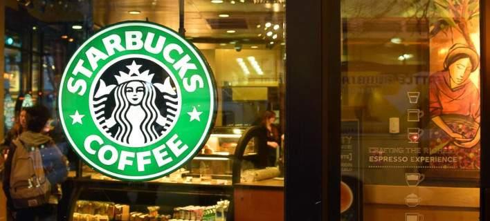 Εκανε μήνυση στα Starbucks γιατί βάζουν πολύ... πάγο! Ζητά 5 εκατ.$