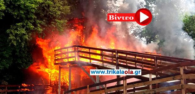 Πήρε φωτιά το σπίτι του Άη-Βασίλη στα Τρίκαλα