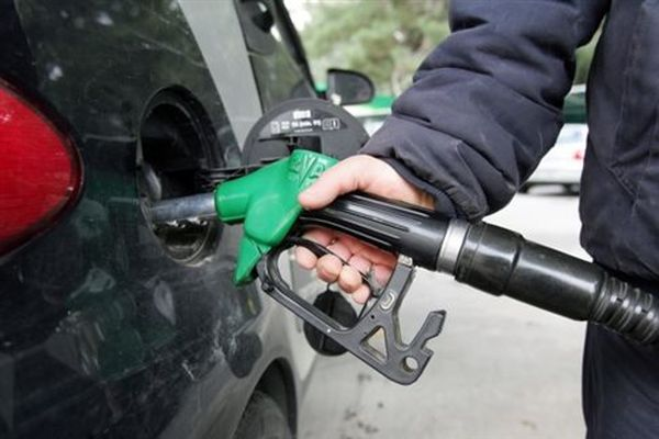 Αύξηση 8 - 10 λεπτά στη βενζίνη περιλαμβάνει το πακέτο έμμεσων φόρων