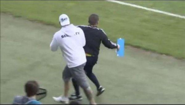 Διαιτητής... τρέκλιζε από το ποτό! (βίντεο)