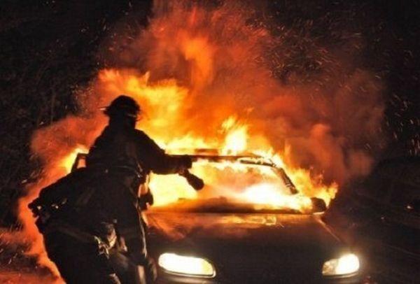 Αυτοκίνητο πήρε φωτιά στην Αγιά Λάρισας