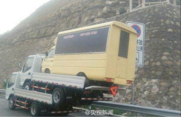 Φορτηγό πάνω σε φορτηγό, πάνω σε φορτηγό
