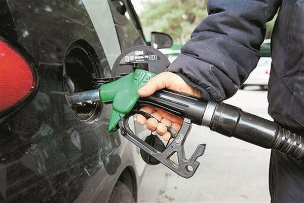 Ακριβαίνουν βενζίνη, πετρέλαιο και υγραέριο