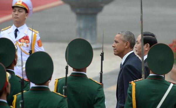 Την άρση του εμπάργκο ανακοίνωσε ο Ομπάμα από το Βιετνάμ