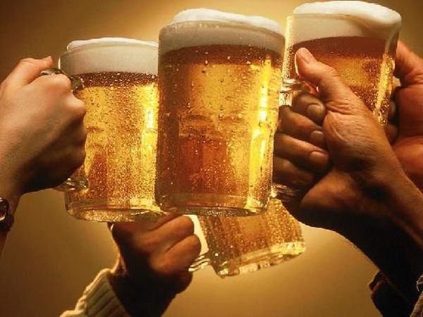 Μαζικά λουκέτα στην εστίαση μετά τους νέους φόρους σε καφέ, μπύρα