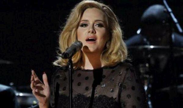 Συμβόλαιο ύψους 90 εκατ. λιρών υπογράφει η Adele