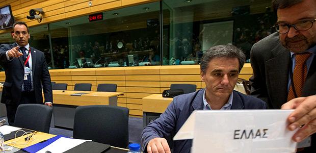 Μαραθώνιο θρίλερ για το χρέος στο Eurogroup, στα δύο σπάει η δόση