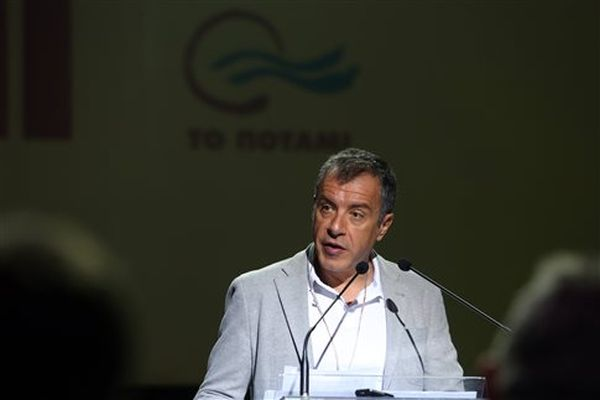 Θεοδωράκης: Όλοι στις Βρυξέλλες λένε ότι η κυβέρνηση καθυστέρησε