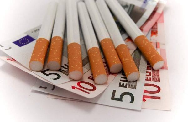 Θα διακινούσε αφορολόγητα τσιγάρα και καπνό με το τσουβάλι...