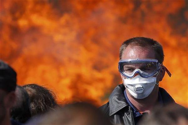 Γαλλία: Ολάντ και συνδικάτα στα χαρακώματα στην αρχή «εβδομάδας πολέμου»