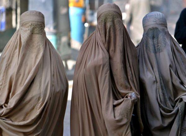 Πακιστάν: Οι άνδρες μπορούν να χτυπούν «ελαφρά» τις γυναίκες τους