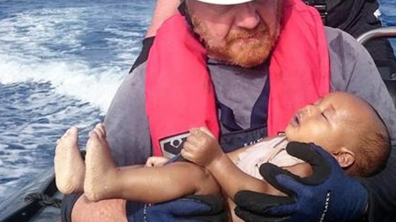 Ραγίζει καρδιές το αδικοχαμένο βρέφος που πνίγηκε στη Μεσόγειο