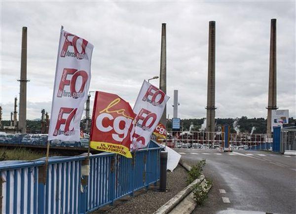 Γαλλία: Στα τρένα η σκυτάλη των κινητοποιήσεων, άτεγκτος ο Ολάντ