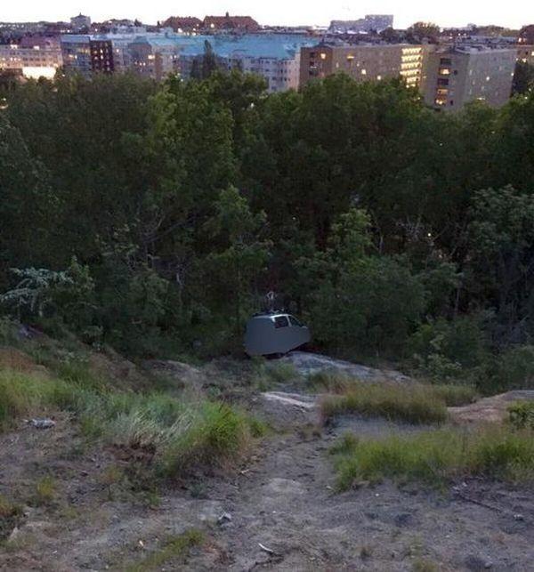 Η αστυνομία της Σουηδίας προειδοποιεί: Ποτέ σεξ στο αυτοκίνητο χωρίς χειρόφρενο