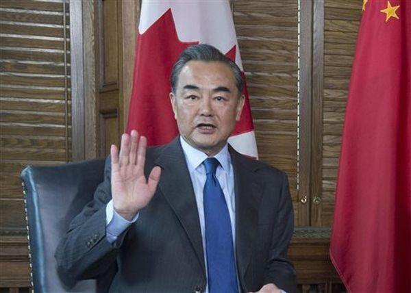 Έξαλλος ο κινέζος ΥΠΕΞ από ερώτηση για τα ανθρώπινα δικαιώματα