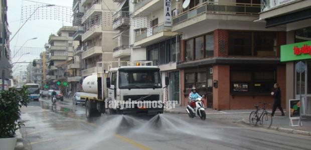 Ο δήμος Βόλου πλένει τους δρόμους