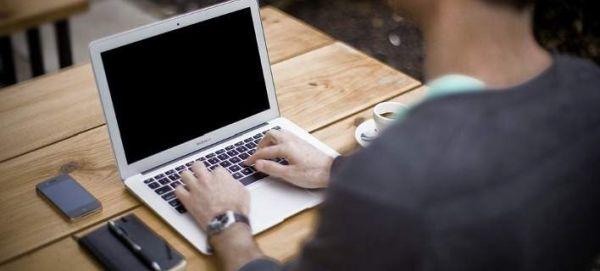 Το προφίλ των Ελληνόπουλων στο διαδίκτυο: Facebook, Τwitter και παιχνίδια